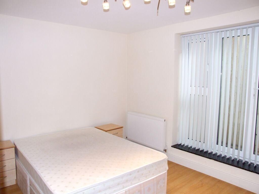 LUXURIOUS 2 Bedroom Apartment in GATED COMMUNITY 5 mins from TURNPIKE LANE STATION (Picaddilly Line)