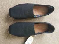 Ladies black Toms