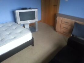 room double rent belfast includes all blls eletric heating broadband house cleaned weekly great area