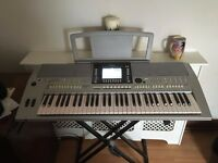 YAMAHA PSRS910 KEYBOARD. HOME USE ONLY. COMPLETE WITH STAND AND DUST COVER