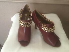 Red chain shoes