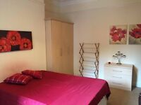 All inclusive large room in 6 bedroom house