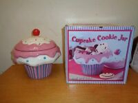 Large cup cake / cookie jar