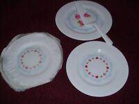 4 new plastic plates