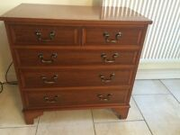 LOVELY CHEST OF DRAWERS IN YEW WOOD, WARN COLOURING, 2 TOP DRAWERS AND 3 BELOW
