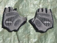 sports fingerless gloves