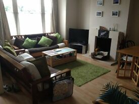 20 Dec Lovely 2-bedroom Gardenflat overlooking the Thames. Great Location