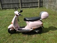 Vespa ET2 50 Scooter / Moped PINK