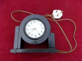 VINTAGE ELECTRIC WOODEN CASED CLOCK IN WORKING ORDER