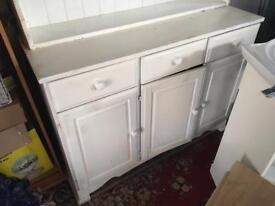 White dresser, very good condution