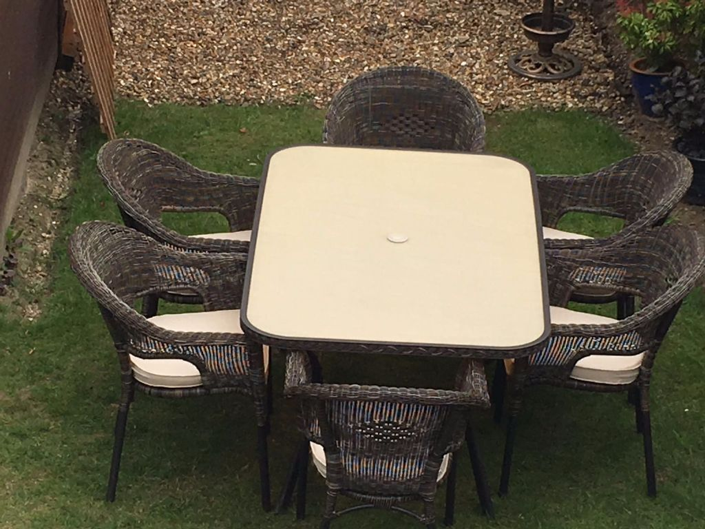 Padstow Seater Table And Chairs Complete With Cushions And Table
