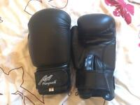 10oz boxing gloves - good as new condition