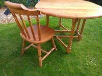 Coutry style pine dining table with four matching chairs. Excellent condition.