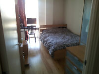 Double modern room in 2 bedroom flat in Elephant & Castle (930 all inclusive)