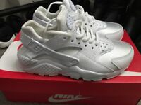 BRAND NEW HUARACHES SIZE 3.5