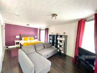 1 bedroom flat in Lochrin Place, Edinburgh, EH3 (1 bed) (#999615)