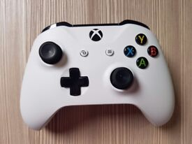 Xbox One S controller 2 MONTHS OLD LIKE NEW (White)