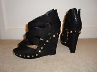 Ladies Size 4 New Look Black Shoes