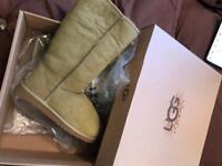Genuine brand new ugg boots size 5 khaki sage colour rare