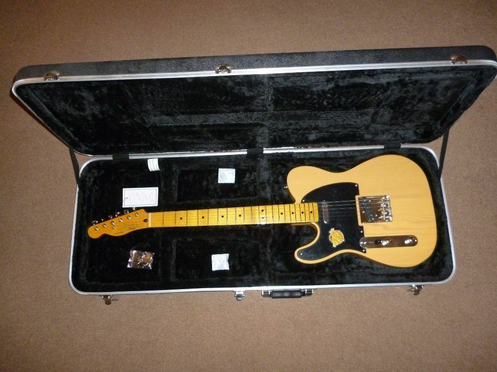 Found This Guitar In My Grandfather S Dumpster In The