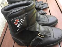 Ladies Motorcycle boots Black with gloves.