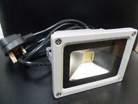 BRANDNEW-10W LED FLOODLIGHT(WHITE) WITH 3PIN PLUG