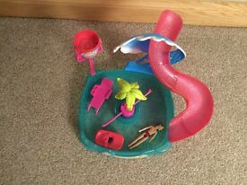 POLLY POCKET SWIMMING POOL AND SLIDE