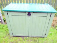 Keter. Large outdoor lockable storage shed, 5x4x3 , twin doors, hinged lid, padlock supplied.