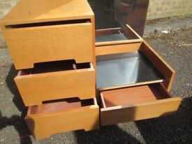 STAG MID CENTURY 1950'S BLONDE OAK DRESSING UNIT WITH MIRROR