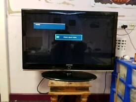 "Samsung 42"" Full HD tv in good working with intermittent fault, can be seen fully working."
