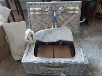 Woodluv e01-9004 picnic basket for 4 persons with bottle cooler bag NEW