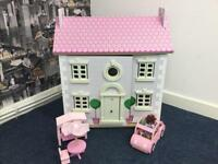 Beautiful dolls house with accessories and car