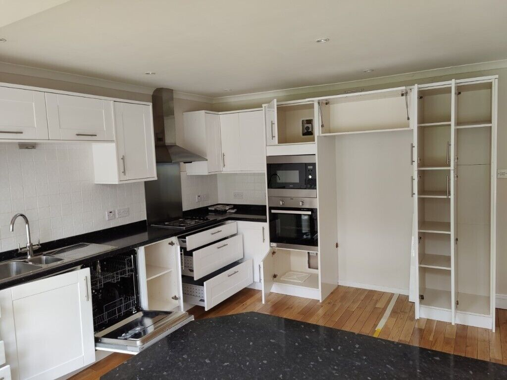 Benchmarx Kitchen With Appliances White Black 7yrs Oldexcellent C In Pinner London Gumtree
