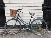 Raleigh Superbe vintage ladies bike 26 inch wheels/ 21 inch frame