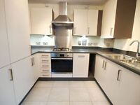 Beautiful 2 bedroom 2 bath modern and spacious within easy access to Finsbury park station