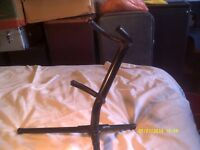 TENOR SAXOPHONE PRACTICE STAND , in VERY STRONG TUBULAR STEEL TUBE, IT WON'T FALL OVER ?