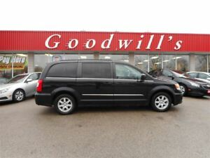2012 Chrysler Town & Country TOURING! NAVIGATION! BLUETOOTH!