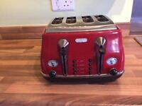 Red Delonghi 4 slice toaster