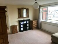 EAST MOLESEY/HAMPTON COURT Large Two Double Bedroom Flat