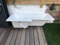 Brand new L-shaped bath tub INCLUDES Panel