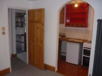 Central Brighton Clifton Hill 1 bedroom flat suit single professional person