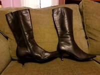 Black leather size 5 boots