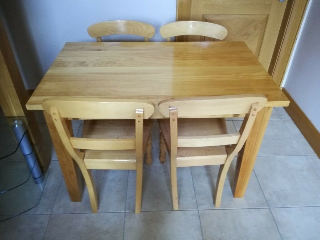 solid oak kitchen table  4 chairs excellent condition
