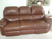 LAZYBOY 3 SEATER POWER RECLINING SETTEE IN BROWN LEATHER - LARGE 88INCH LONG