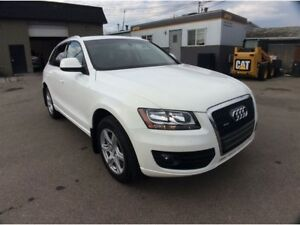 2012 Audi Q5 / 2.0 / QUATTRO / EXCEPTIONALLY LOW KMS.