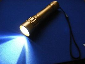""" CREE"" Technology - Torch with Zoom Adjustment = exceptionally bright"