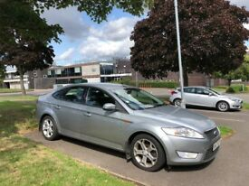 Mondeo- Ford (Silver)