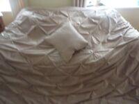 Kingsize Beige Pintuck Bedspread and Matching Cushion