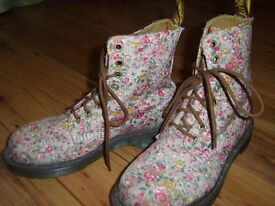 Doc Marten Floral Boots Size 4 - Excellent Condition - Like New