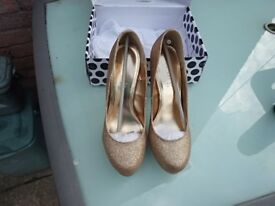 Gold sparkly heels, size 8